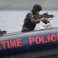 Países como Filipinas patrullan sus aguas fuertemente armados para evitar el ingreso de embarcaciones ilegales.