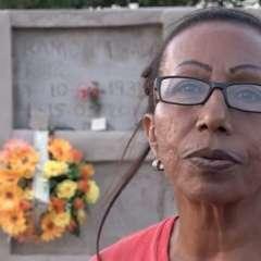 La mujer que entierra en su cementerio a los migrantes venezolanos.
