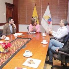 ECUADOR.- La titular del Legislativo recibió a miembros de la Cámara de Medios un día antes del debate. Foto: Twitter