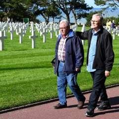 Andre Gantois (izq), 72, residente de Ludres, en el este de Francia, y Allen Henderson, de 65, de Greenville, EEUU. Foto: AFP