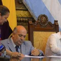 GUAYAQUIL, Ecuador.- Convenio acuerda que la administración municipal entregue los títulos de propiedad. Foto: MIDUVI.