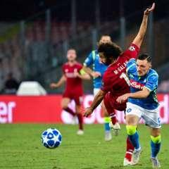 El atacante egipcio hizo gol de córner, pero tuvo que salir antes que se acabe el partido. Foto: Alberto PIZZOLI / AFP