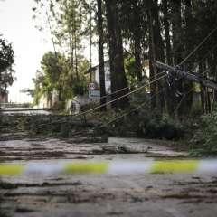 Poste eléctrico caído durante la tormenta post-tropical Leslie en Figueira da Foz. Foto: AFP