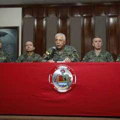 El comandante del Ejército mencionó que hay varios uniformados detenidos tras allanamientos. Foto: API