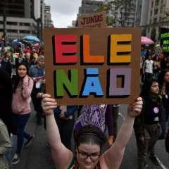 Mujeres protestan contra Jair Bolsonaro  Foto: AFP