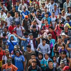 Caravana de migrantes en su paso por México Foto: AFP