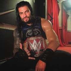 El luchador de la WWE hizo el anuncio al comienzo del programa RAW. Foto: Tomada de @romanreignsofficial