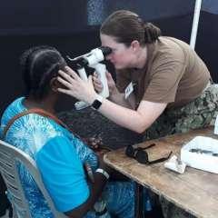 Las consultas médicas se realizan en dos sectores del puerto en Esmeraldas. Foto: Twitter