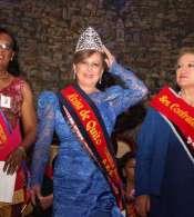 Azucena Rosas, de 62 años, es la nueva reina de Quito de la tercera edad.