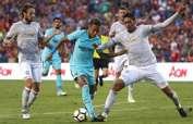 Neymar (i.) convirtió el gol de la victoria para el FC Barcelona. Foto: AFP