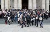 LONDRES, Reino Unido.- Sobrevivientes piden a gobierno que no abandone investigación sobre el siniestro. Foto: Tomado de DailyMail.uk.