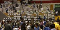 Hubo presencia de delegados del oficialismo y rechazo de representantes de creo-suma, quienes no ingresaron. Foto: API