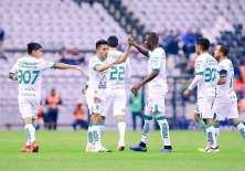 Ángel Mena festeja su gol