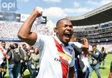 QUITO, Ecuador.- Juan Luis Anagonó celebra el título conseguido. Foto: API