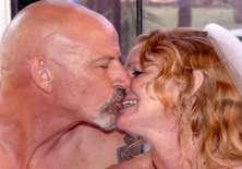 Jeff y Sue organizaron una ceremonia nudista que escandalizó a sus familiares. Foto: Tomado de The Sun. Crédito Carters News Agency.