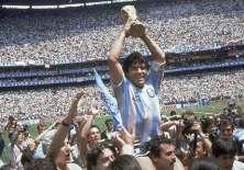 Diego Maradona apoya la tecnología aunque eso le hubiera anulado un gol en el Mundial 1986. Foto: AP