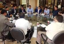 Carlos Villacís, presidente de la FEF, comandó la reunión que contó con varias dignidades del Gobierno Nacional. Foto: Tomada de ecuafutbol.org