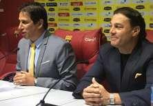 José Francisco Cevallos (i.) y Alfaro Moreno dieron una rueda de prensa en el estadio Monumental. Foto: Tomada de la cuenta Twitter @BarcelonaSCweb