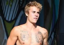 LOS ANGELES, EE.UU.- El cantante canadiense dejó al descubierto una apariencia más madura durante un paseo. Foto: Captura tomada de TMZ.