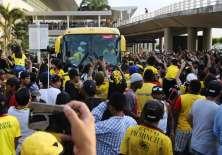 GUAYAQUIL, Ecuador.- La gran cantidad de aficionados en aeropuerto impidió a los jugadores dar declaraciones. Foto: API