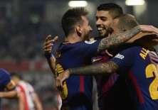 Luis Suárez (c.) anotó el tercer gol del equipo catalán. Foto: AFP