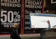 Las tiendas suelen ofrecer grandes descuentos durante el Black Friday.