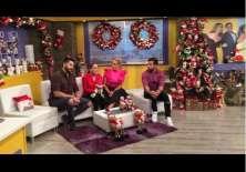 Verónica Camacho y Nicolás Espinoza junto a Gabriela Pazmiño y Efraín Ruales en el set de En Contacto mostrando el avance de su caso navideño.    Foto:IG En Contact