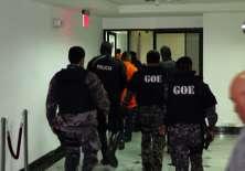 En Azuay se instaló la audiencia preparatoria de juicio en el caso de presunta tortura a 200 reos de la cárcel de Turi por parte de 42 policías. Foto: Ecuavisa