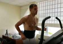 El arquero argentino pasó la revisión médica del equipo 'albo'. Foto: Tomada de la cuenta Twitter @LDU_Oficial
