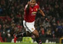 Antonio Valencia abrió la ruta de la victoria del Manchester United sobre el Stoke City.