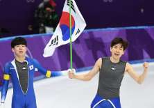 Corea del Sur y Corea del Norte desfilaron juntas e incluso tuvieron un equipo unificado. Foto: AFP