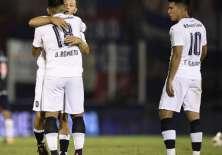 El volante ecuatoriano (d.) fue titular y fue reemplazado al minuto 74. Foto: Tomada de @Independiente