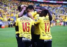 Juan Dinenno (c.) hizo el primer gol del cuadro 'torero'. Foto: API