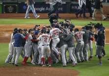 Medias Rojas destronan a Astros y van a la Serie Mundial de béisbol. Foto: AFP