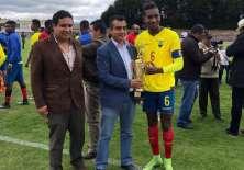 Gustavo Vallecilla, a la derecha de la foto.
