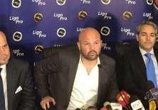 Miguel Ángel Loor (medio), presidente de Liga Pro