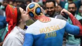 MOSCÚ, Rusia.- Los hinchas rusos se mostraban entusiasmados previo al partido contra Arabia Saudita. Foto: AFP