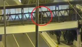 Evitan que un hombre se lance de un puente en Guayaquil