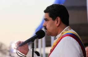 CARACAS, Venezuela.- El gobernante socialista condecoró a los amonestados en acto de campaña por la Asamblea. Foto: