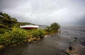 La región, devastada hace unos diez días por el huracán Irma, está en estado de alerta por el paso de María. Foto: AFP