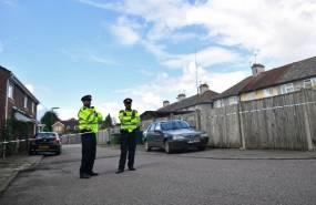 En total se registran cinco arrestos, anunció la policía británica. Foto: AFP