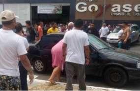 Desesperación en la puerta de la escuela de Goiania (@OGloboPolitica)