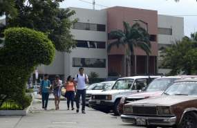 Estudiantes y docentes de la U. de Guayaquil continúan con reclamos. Foto: Archivo
