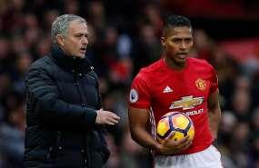 La relación entre Valencia y Mourinho alarmó a los seguidores tras una polémica por un 'like'.