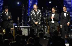 LOS ANGELES, EE.UU.- Líderes de la industria musical homenajearon a Fher Olvera, Alex González y Sergio Vallín. Foto: AP.