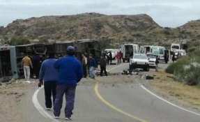 Al menos 15 personas murieron en un vuelvo de un bus en Mendoza, en el oeste de Argentina. Foto: BBC