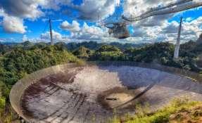El famoso Observatorio de Arecibo, en Puerto Rico, tiene el telescopio más sensible de la Tierra.