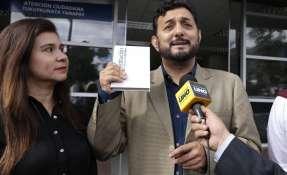 QUITO, Ecuador.- Tras presentar la denuncia, el director del Frente Popular, Geovanny Atarihuana, aseguró que el nuevo organismo de protección viola la Constitución y otras leyes. Foto: API