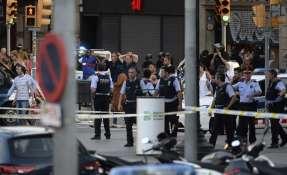 BARCELONA, España.- Autoridades confirman que se trata de un ataque terrorista y que hay al menos 50 heridos. Foto: AFP