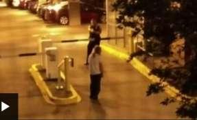 El cara a cara termina con un disparo policial, mientras el joven seguía avanzando hacia los agentes, que deja al estudiante mortalmente herido. Foto: Captura de video
